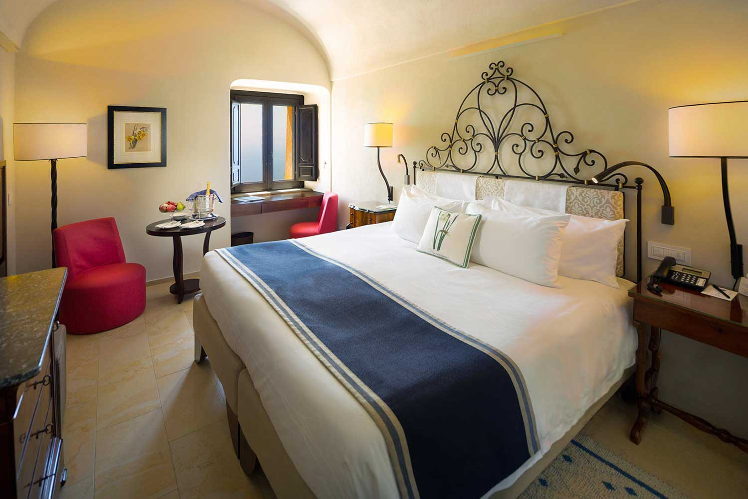 Monastero Santa Rosa, Luxury hotel on the Amalfi Coast (Guest room)